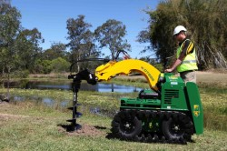8 Series Track Kanga Loader with Auger